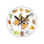 Reloj de pared blanco del perrito