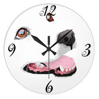 Reloj de pared blanco del perro