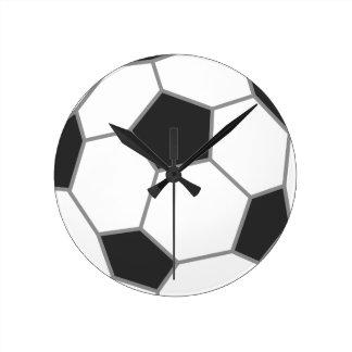 Reloj de pared blanco y negro del fútbol