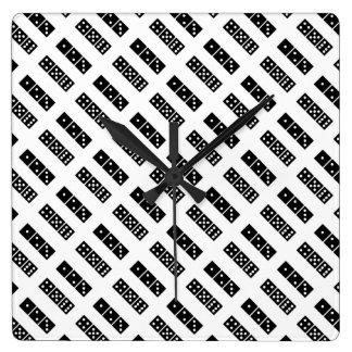 Reloj de pared blanco y negro del modelo de los da