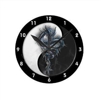 Reloj de pared chino del dragón de Yin Yang