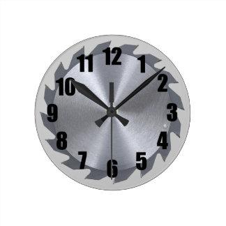 Reloj de pared circular de la hoja de sierra