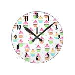 Reloj de pared colorido de las magdalenas