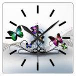 Reloj de pared colorido de las mariposas