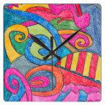 Reloj de pared colorido del diseño de la diversión