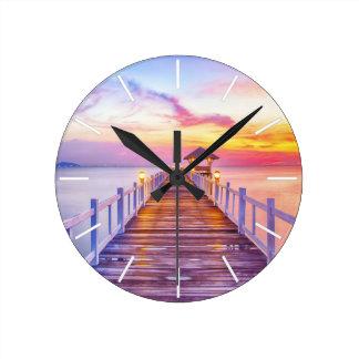Reloj de pared colorido del embarcadero