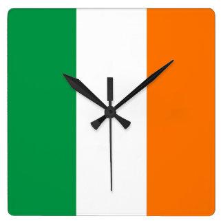 Reloj de pared con la bandera de Irlanda