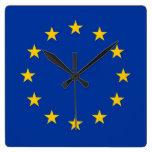 Reloj de pared con la bandera de la unión europea