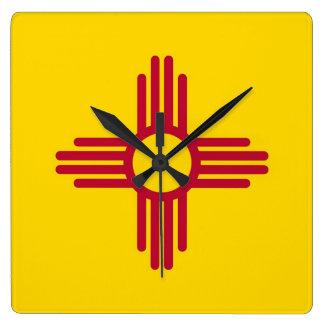 Reloj de pared con la bandera de New México, los