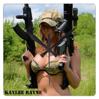 Reloj de pared cuadrado de Kaylee Rayne- 04