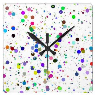 Reloj de pared cuadrado manchado colorido