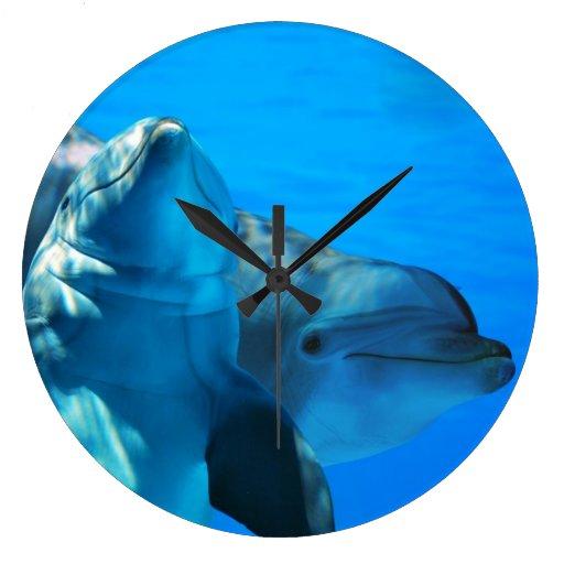 Reloj de pared curioso de los delfínes