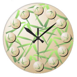 Reloj de pared de bambú verde y poner crema de la