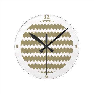 Reloj de pared de color topo en el zigzag Chevron