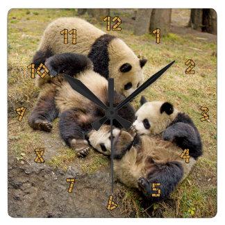 Reloj de pared de Cubs de la panda que juega tres