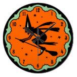 Reloj de pared de la bruja del vuelo de Halloween