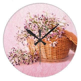 Reloj de pared de la cesta de la flor del vintage