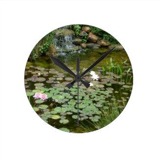 Reloj de pared de la charca de Koi
