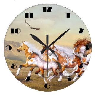 Reloj de pared de la manada de los caballos salvaj