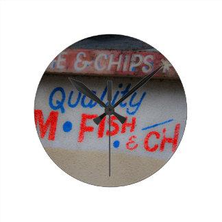 Reloj de pared de la muestra de los pescado frito