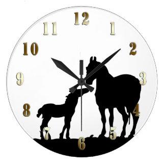 Reloj de pared de la yegua y del potro