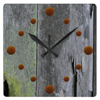 Reloj de pared de madera del granero viejo