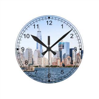 Reloj de pared del bosquejo del color del Lower