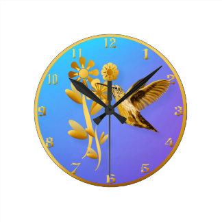 Reloj de pared del colibrí del oro