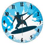 Reloj de pared del diseño que practica surf
