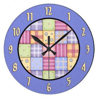Reloj de pared del edredón del país