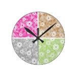 Reloj de pared del estampado de flores