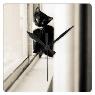 Reloj de pared del gatito del smoking