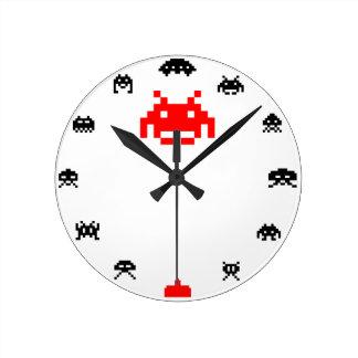 Reloj de pared del invasor del extranjero de