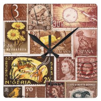 Reloj de pared del oro de Brown de la sepia, arte