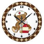 reloj de pared del oso de la enfermera del dibujo