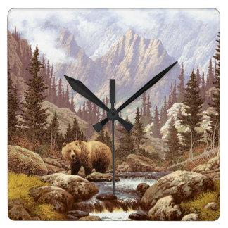 Reloj de pared del paisaje del oso grizzly