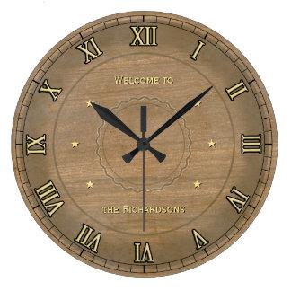 Reloj de pared del vintage con su nombre en él