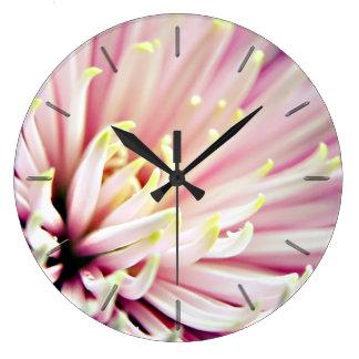 Reloj de pared floral de la flor rosada del crisan
