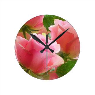 Reloj de pared floral de la primavera rosada atra