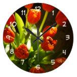 Reloj de pared floral de los tulipanes
