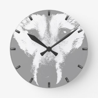 Reloj de pared fornido del perrito de lobo de la