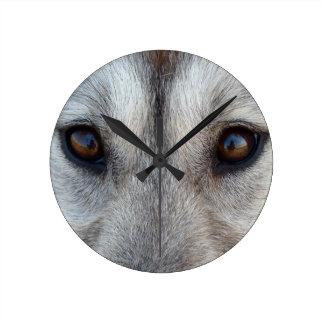 Reloj de pared fornido del perro del lobo de la de