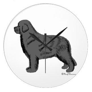 Reloj de pared gris del perro de Terranova