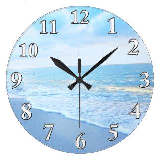Reloj de pared hermoso de la playa del azul y de