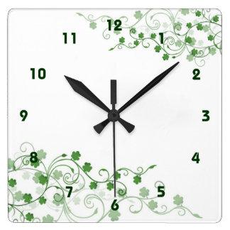 Reloj de pared irlandés del trébol