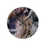 Reloj de pared largo de la anémona del tentáculo