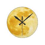 Reloj de pared lleno de la astronomía de la luna d