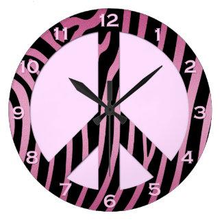 Reloj de pared negro rosado del estampado de zebra