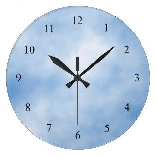 Reloj de pared nublado azul y blanco de la cocina