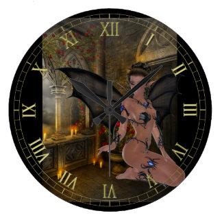 Reloj de pared oscuro de la ninfa del gótico